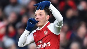 mesut-ozil-signs-arsenal-contract-extension